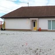 Predaj stavebného pozemku s rodinným domom v meste Malacky.