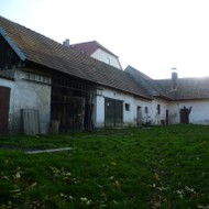 Ponúkame na predaj 2-izb. RD s krásnym veľkým pozemkom v obci Plavecký Mikuláš.