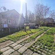 Ponúkame na predaj rodinný dom s veľkou záhradou!
