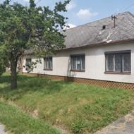 ponúkame na predaj 3i RD v centre obce Studienka