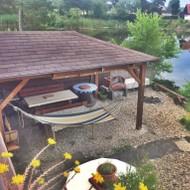 Predaj peknej rekreačnej chaty priamo pri vode.